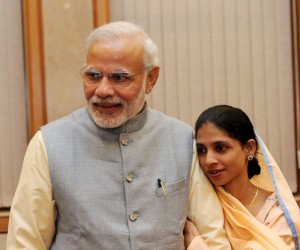 Ms. Geeta, a differently-abled Indian woman who accidentally crossed over to Pakistan, a decade ago, meeting the Prime Minister, Shri Narendra Modi after her return to India, in New Delhi on October 26, 2015.