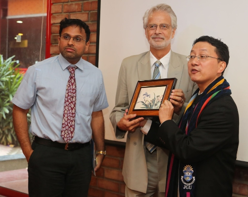 (L-R) Sreeram Chaulia, Dean, Jindal School of International Affairs and Professor Gudmundur Eiriksson, Jindal Global Law School present a token of appreciation to Liu Jinsong, Acting Ambassador of China and Minister of Chinese Embassy in India