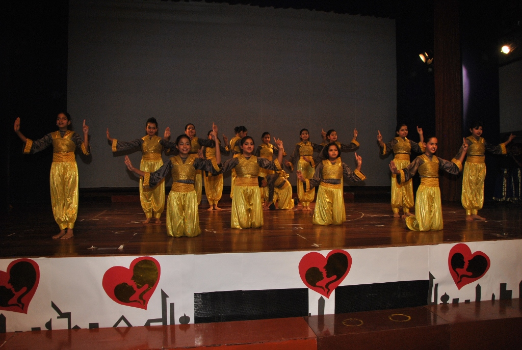 Suncity students performing on Mothers' Day
