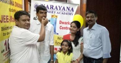 U P Singh Director, Dwarka Branch, with Arsh Gautam at Narayan Institute