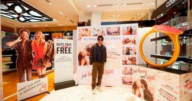 Bollywood Star Shah Rukh Khan at Mumabi Duty Free