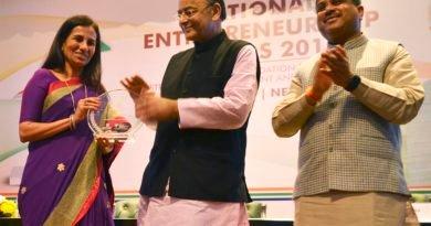 Ms. Chanda Kochhar receives award from Shri Arun Jaitley and Shri Dharmendra Pradhan