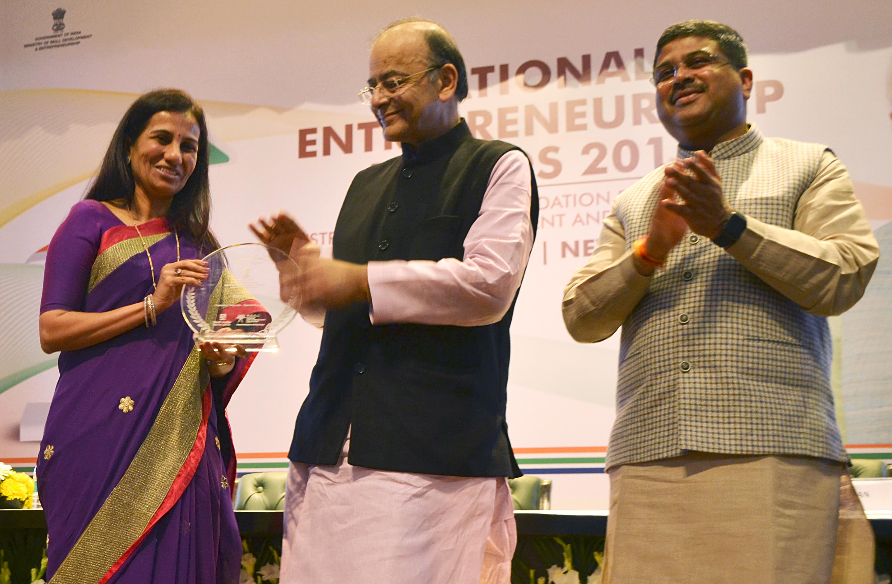 Ms. Chanda Kochhar receives award from Shri Arun Jaitley and Shri Dharmendra Pradhan