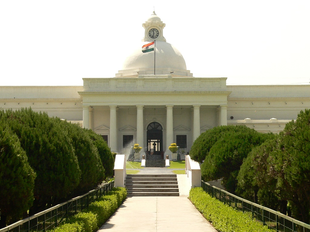"""IIT Roorkee Organized Marathon with an aim to spread awareness about """"Clean India Green India"""""""