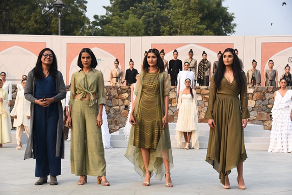 Designer Suman Nathwani Showcased Summer Art Soiree Collection