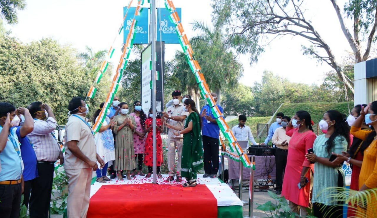 Frontline health workers, who stood firmly against all odds in the service of humanity, hoist the national flag at Apollo Hospitals!