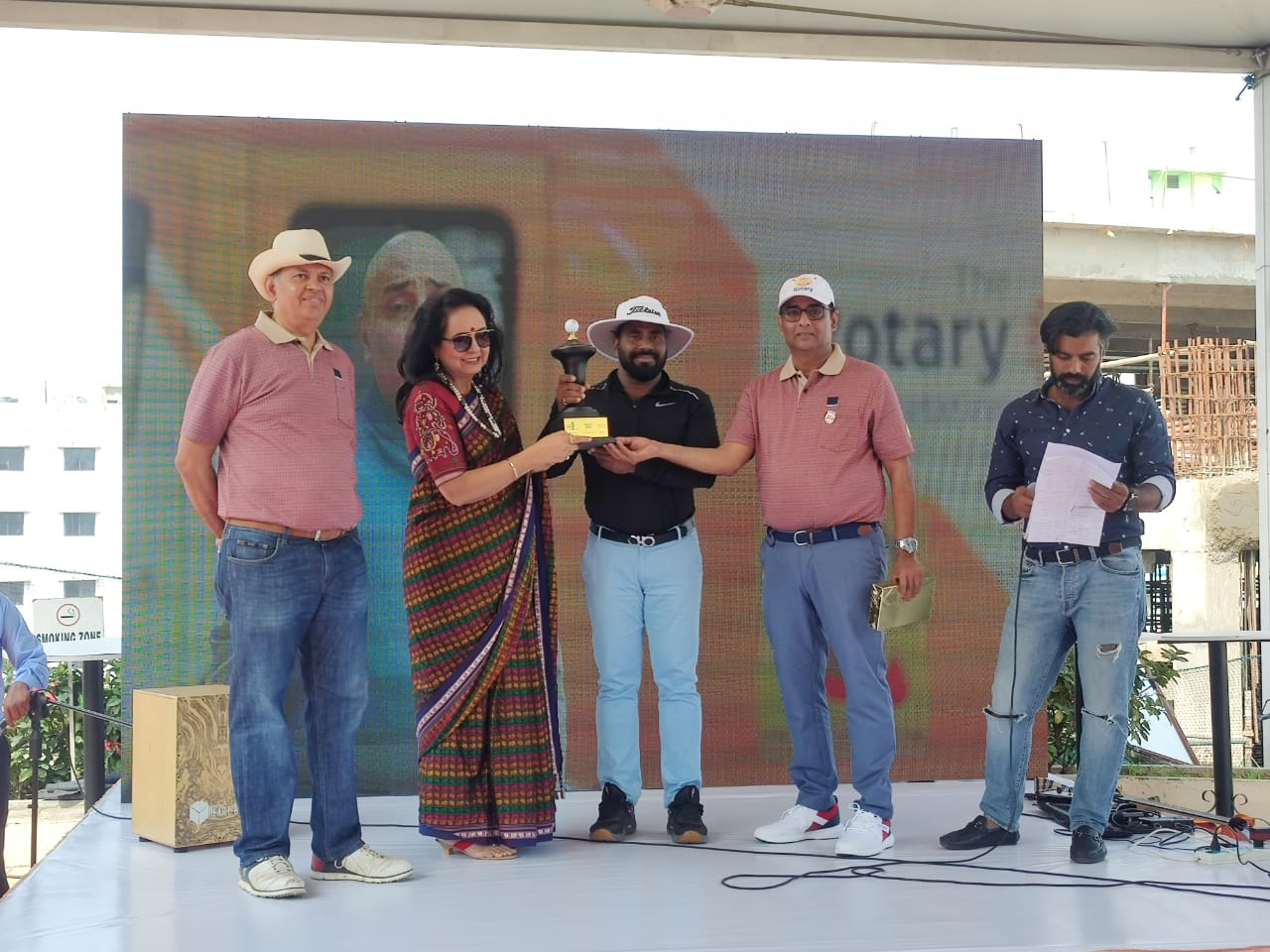 Award for Longest drive award being presented by Tejdeep Kaur Menon to Vijay Kumar Reddy.